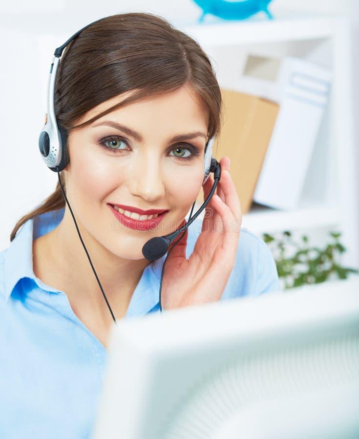 Ritratto del lavoratore di servizio di assistenza al cliente della donna, sorridere della call center fotografie stock