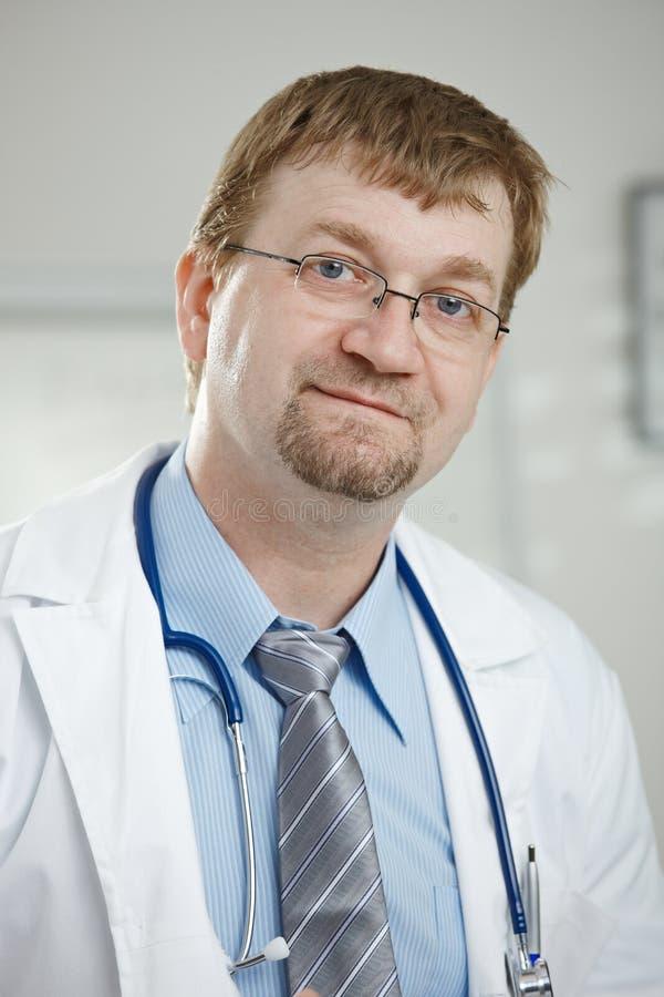 Ritratto del medico maschio immagini stock