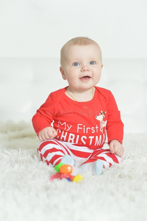 Ritratto del neonato adorabile su fondo immagini stock libere da diritti