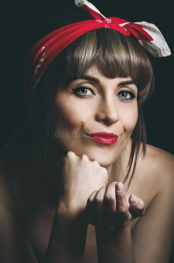 Ritratto del primo piano della ragazza sexy splendida che indossa a fotografie stock