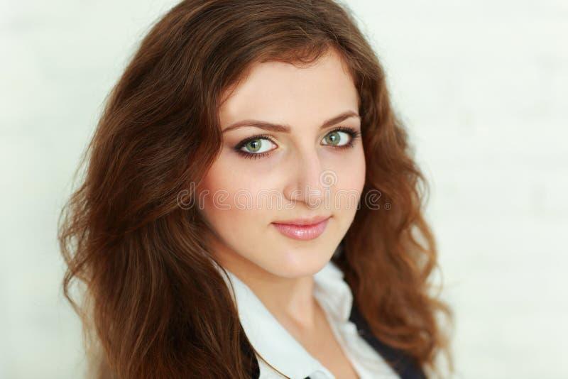 Ritratto del primo piano di bella donna di affari sicura fotografie stock