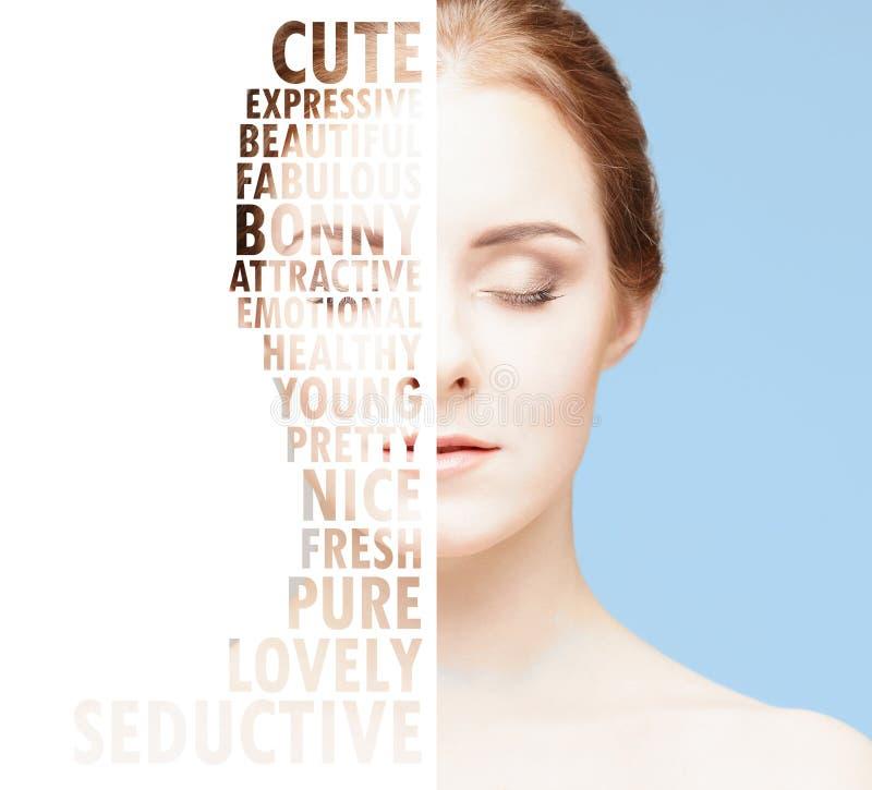 Ritratto del primo piano di bellezza di bella, ragazza fresca ed in buona salute Viso umano isolato su bianco immagini stock