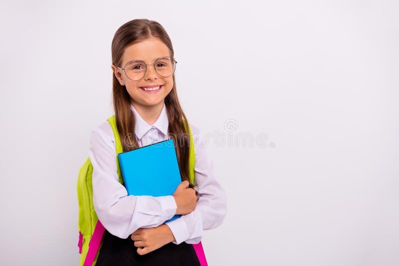 Ritratto del primo piano di lei lei nerd pre-teen positivo di buon umore allegro intelligente dolce adorabile attraente piacevole fotografie stock