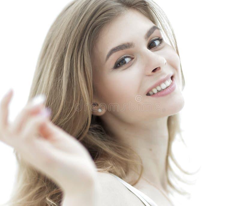 Ritratto del primo piano di un fronte del ` s della giovane donna con trucco leggero fotografia stock libera da diritti