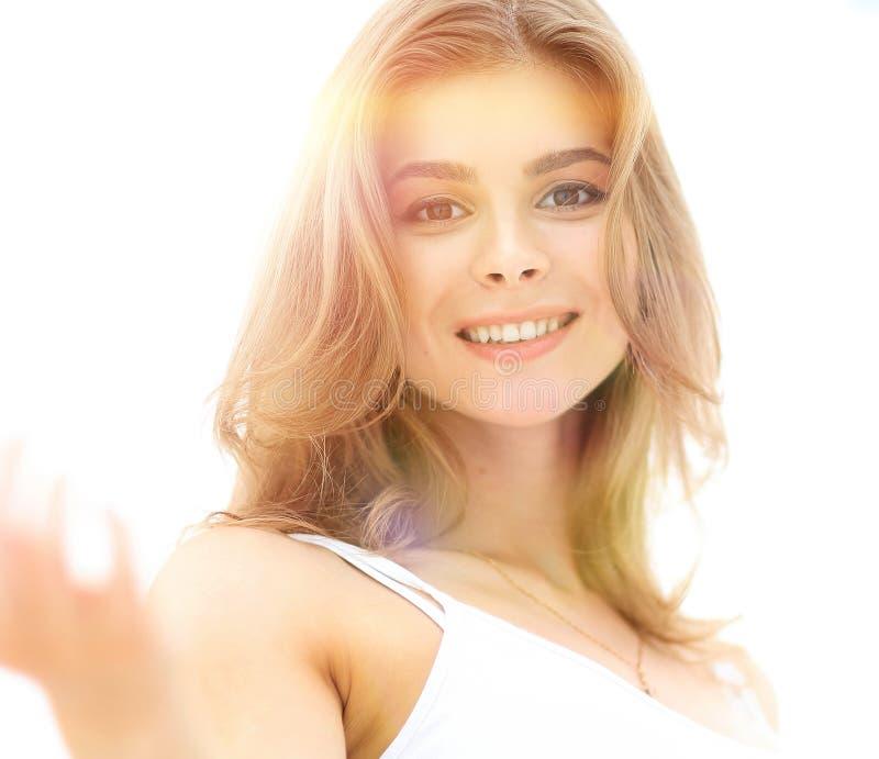 Ritratto del primo piano di un fronte del ` s della giovane donna con trucco leggero fotografia stock
