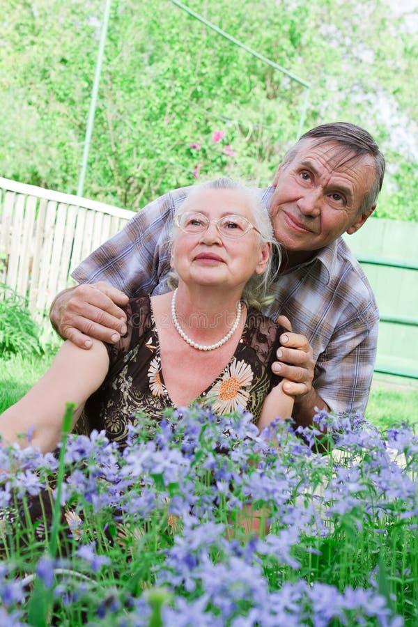 Ritratto del primo piano di una coppia anziana sorridente fotografia stock libera da diritti