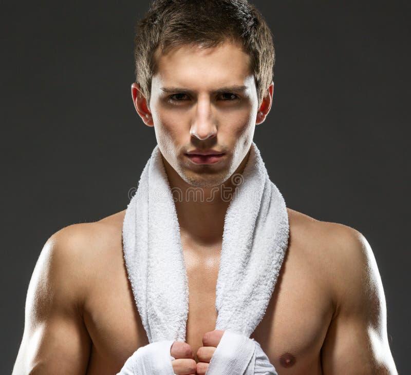 Ritratto del pugile con l'asciugamano fotografia stock