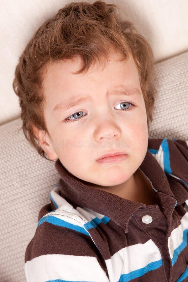 Ritratto del ragazzino triste immagine stock libera da diritti