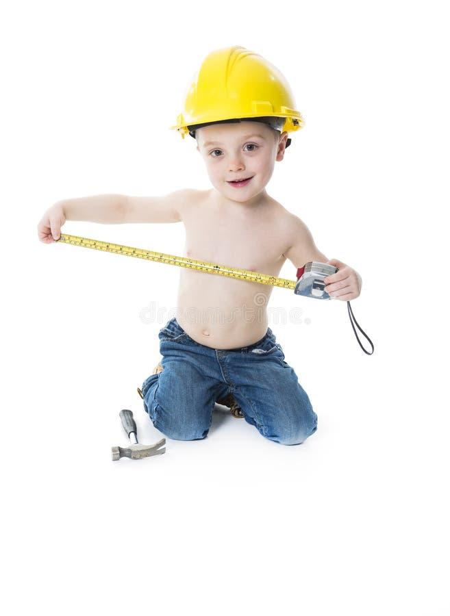 Ritratto del ragazzo del bambino che dura come carpentiere immagini stock