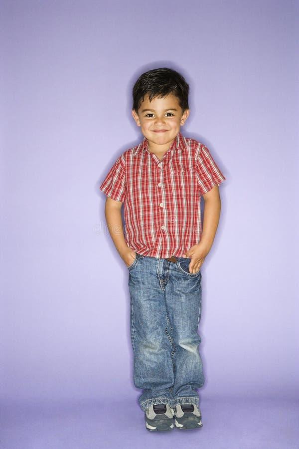 Ritratto del ragazzo diritto. fotografie stock