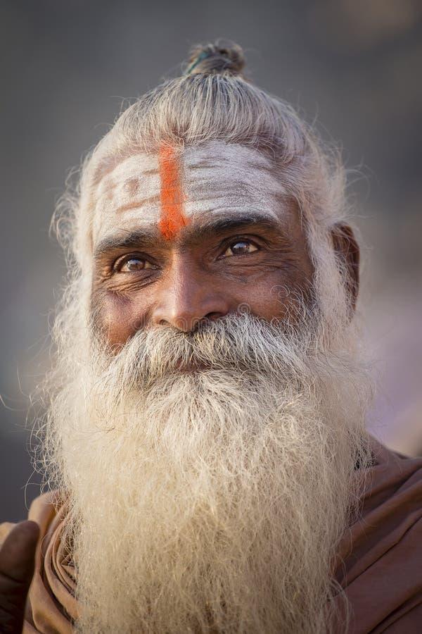 Ritratto del sadhu di Shaiva, uomo santo a Varanasi, India immagini stock libere da diritti