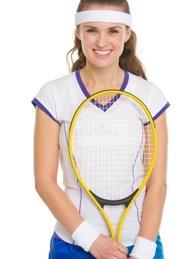 Ritratto del tennis femminile felice con la racchetta immagini stock libere da diritti