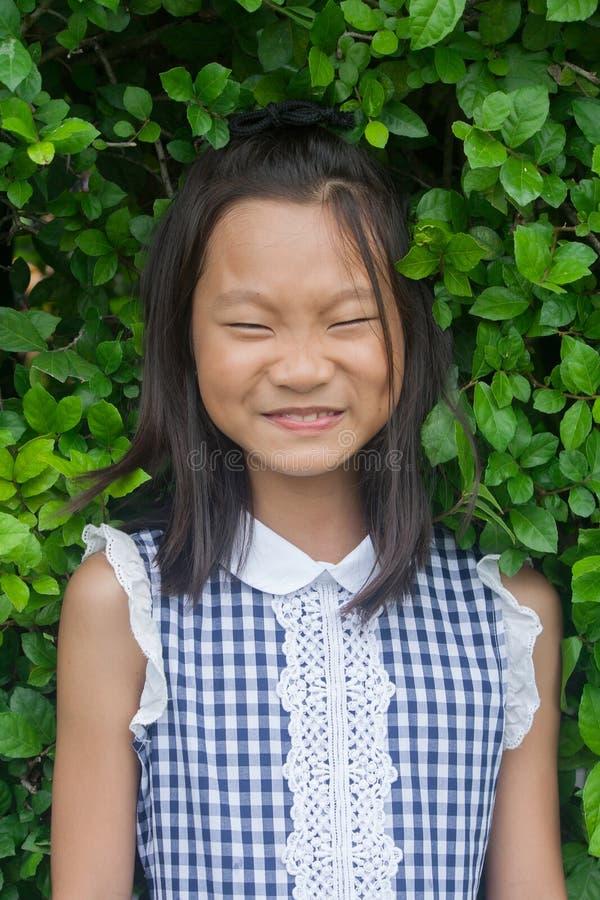 Ritratto del tiro del bambino asiatico in parco pubblico fotografie stock libere da diritti