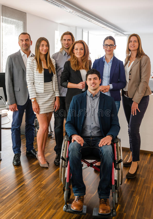 Ritratto dell'affare Team With Wheelchair fotografie stock