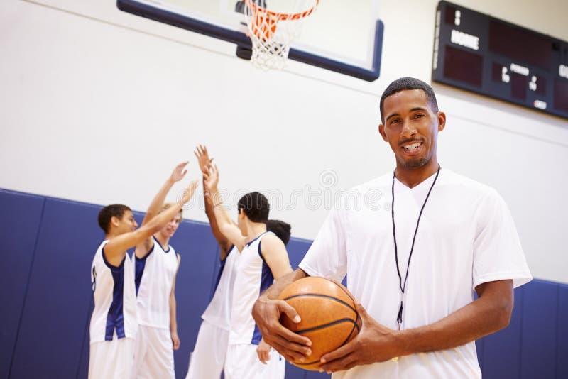 Ritratto dell'allenatore di pallacanestro della High School immagine stock