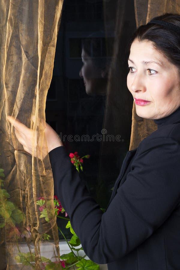 Ritratto dell'aspetto attraente dell'asiatico della donna immagini stock