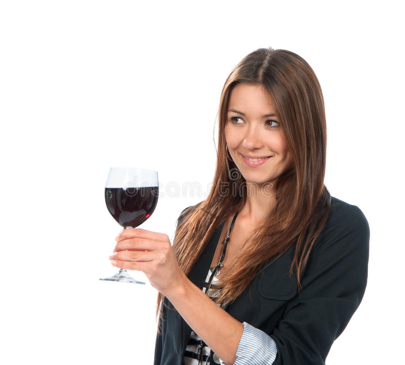 Ritratto dell'assaggio della giovane donna che prova la bevanda dell'alcool del vino rosso fotografie stock libere da diritti