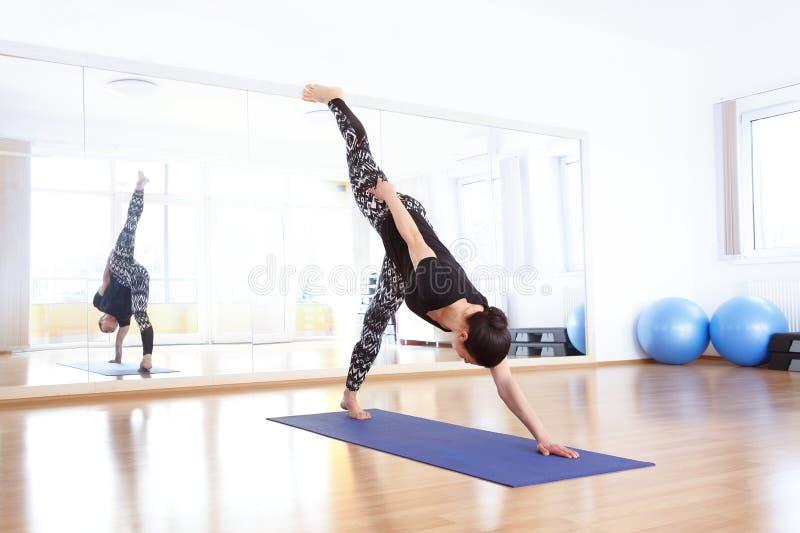 Ritratto dell'istruttore di yoga fotografia stock libera da diritti