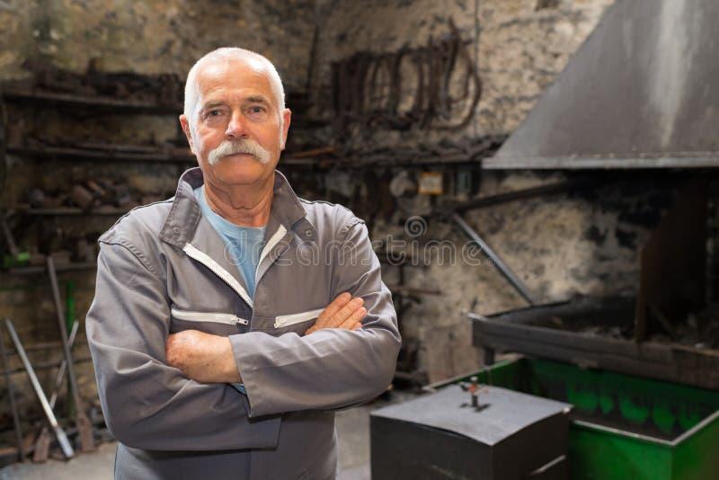 Ritratto dell'operaio metallurgico senior immagini stock