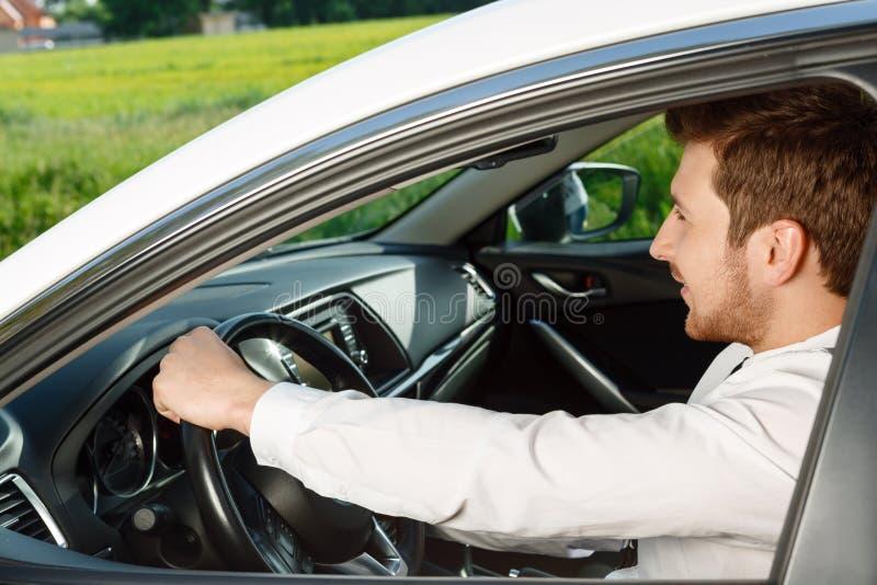 Download Ritratto Dell'uomo Bello In Automobile Fotografia Stock - Immagine di maschio, driver: 55350680