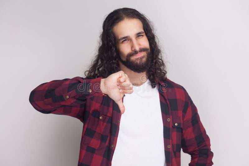 Ritratto dell'uomo bello infelice con la barba e riccio lungo nero immagine stock libera da diritti
