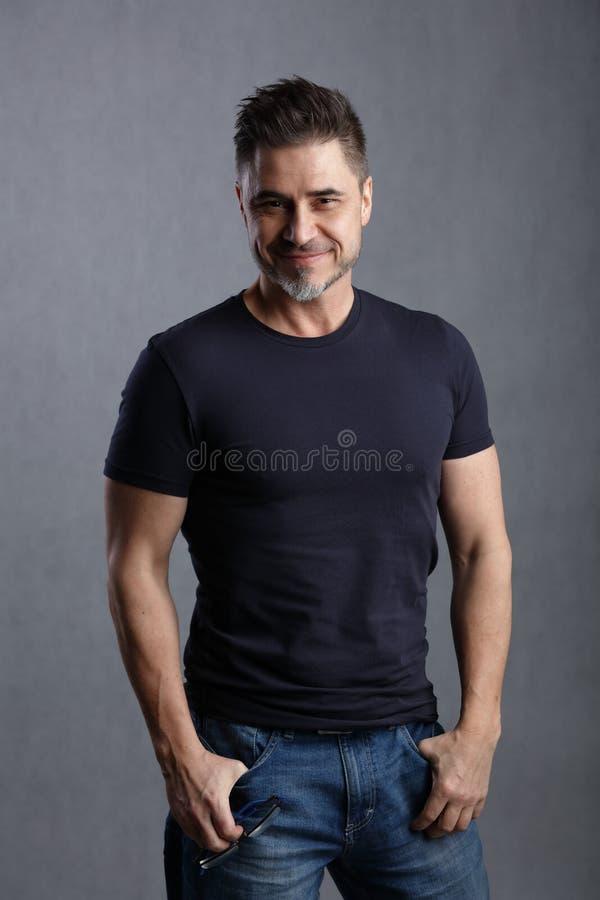 Ritratto dell'uomo bianco più anziano felice immagini stock