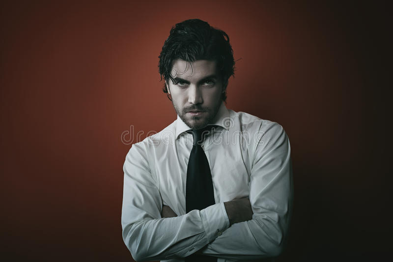 Ritratto dell'uomo del vampiro di modo con i toni scuri immagini stock libere da diritti