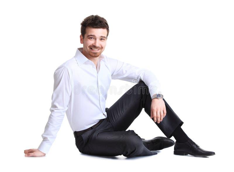 Ritratto dell'uomo di affari che si siede sul pavimento immagine stock