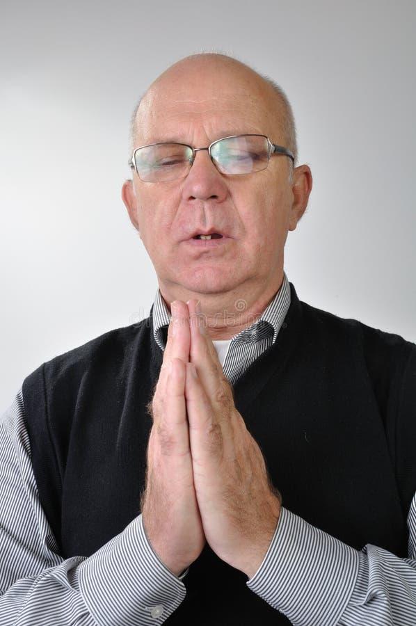 Ritratto dell'uomo di preghiera fotografia stock libera da diritti