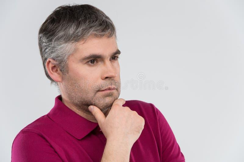 Ritratto dell'uomo premuroso con la fine sulla vista fotografia stock libera da diritti