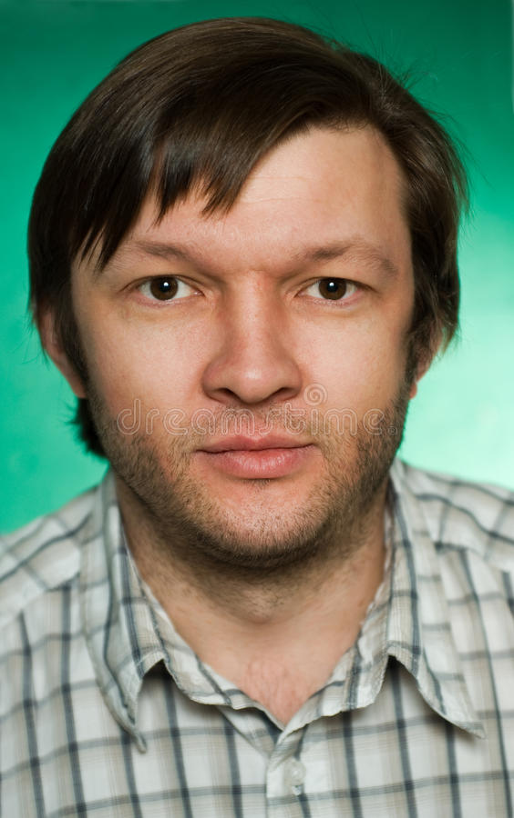 Ritratto dell'uomo serio fotografie stock