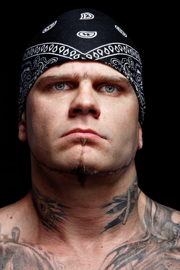 Ritratto dell'uomo tatuaato fotografie stock