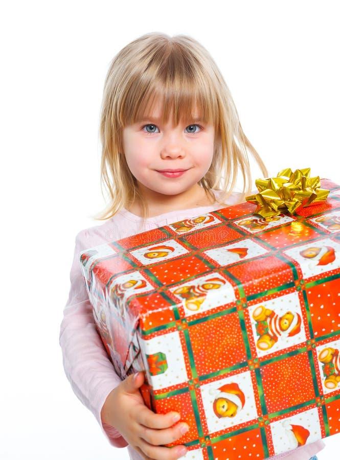 Ritratto della bambina felice con il contenitore di regalo fotografia stock