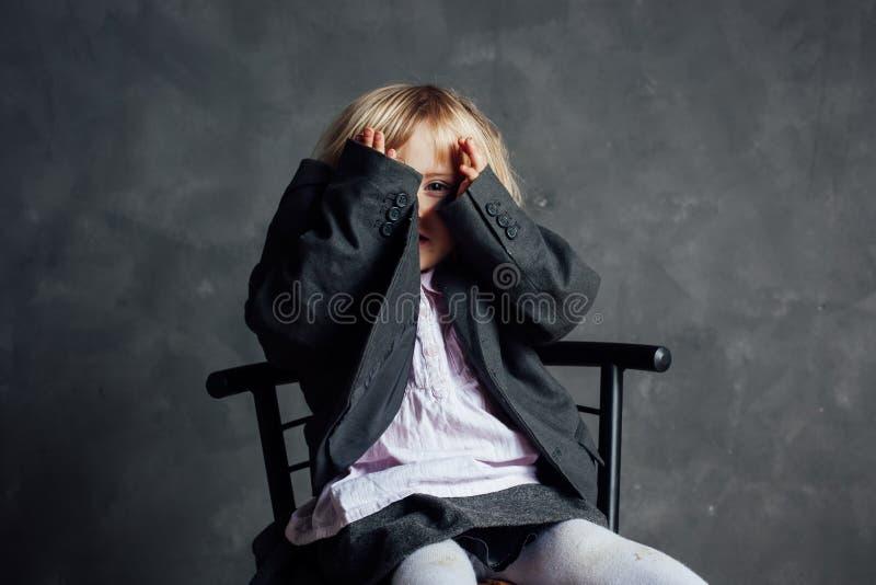 Ritratto della bambina impressionabile immagini stock libere da diritti