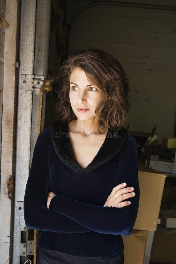 Ritratto della donna attraente. immagini stock