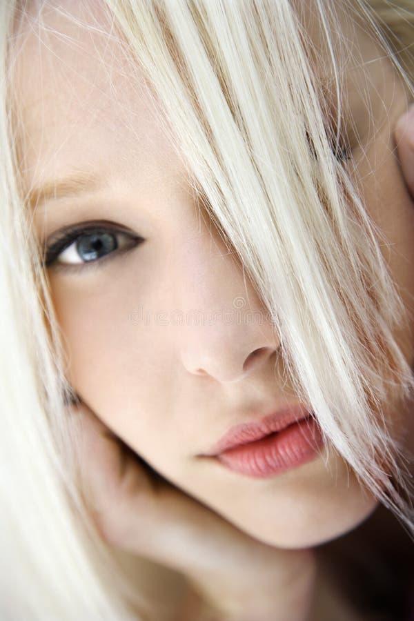 Ritratto della donna bionda. immagine stock