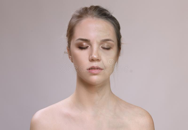 Ritratto della donna bionda anziana e giovane Concetto di invecchiamento fotografia stock