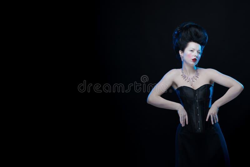 Ritratto Della Donna Castana Dell'attrice Con Alti Capelli ...