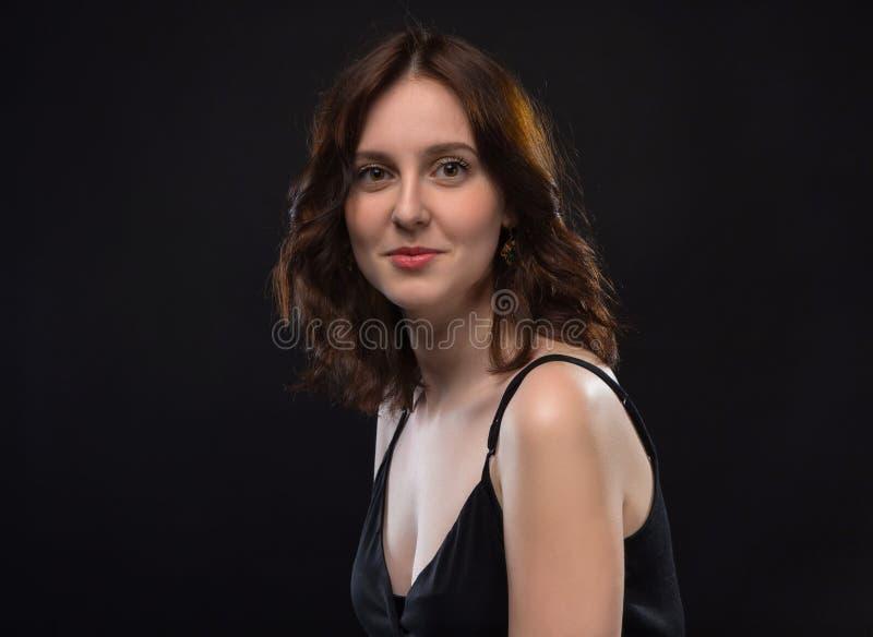 Ritratto della donna castana felice fotografie stock