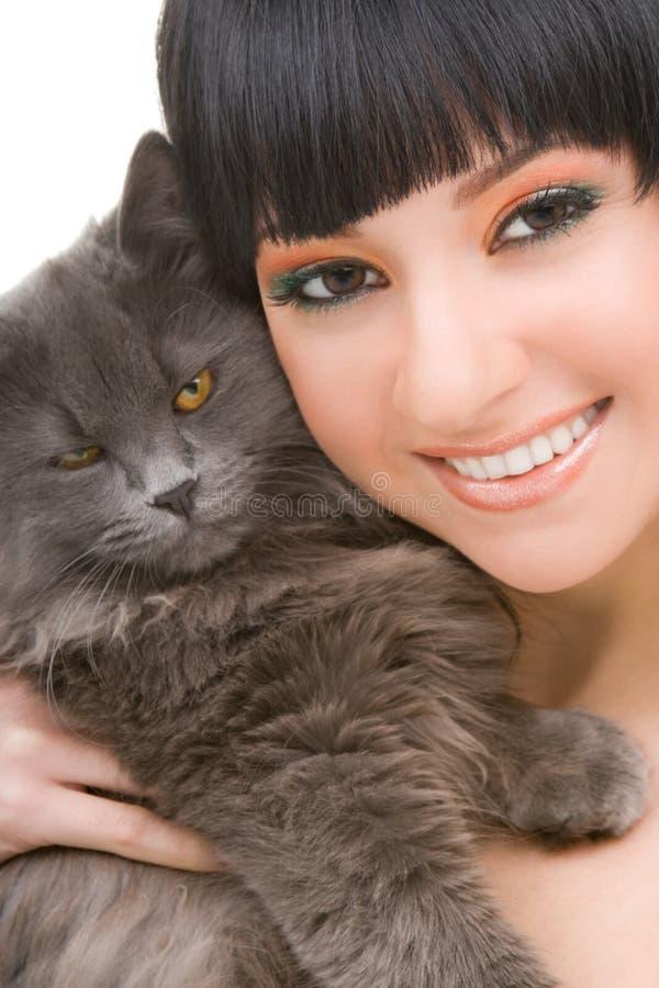 Ritratto della donna con il gattino divertente fotografia stock