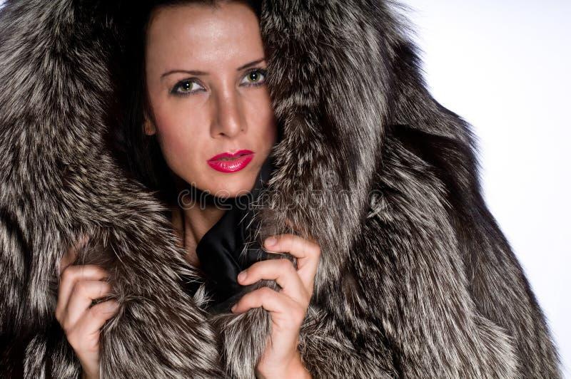 Ritratto della donna con pelliccia immagini stock libere da diritti