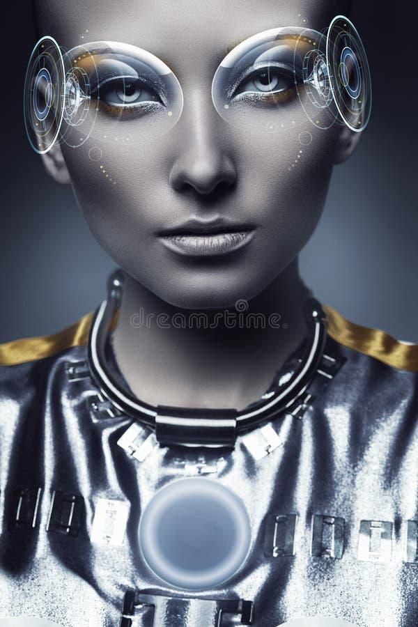 Ritratto della donna del cyborg con l'esposizione dell'ologramma immagine stock