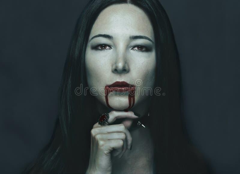 Ritratto della donna del vampiro immagine stock