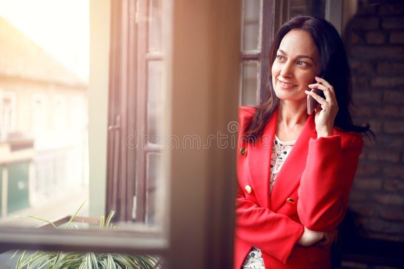 Ritratto della donna di affari dentro immagini stock