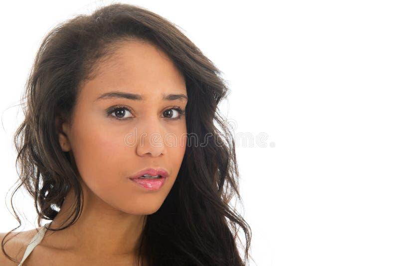Ritratto della donna di colore con le spalle nude fotografia stock