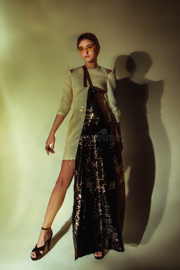 Ritratto della donna di modo Bello modello fotografie stock libere da diritti