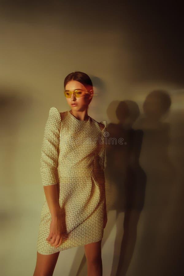 Ritratto della donna di modo Bello modello immagine stock libera da diritti