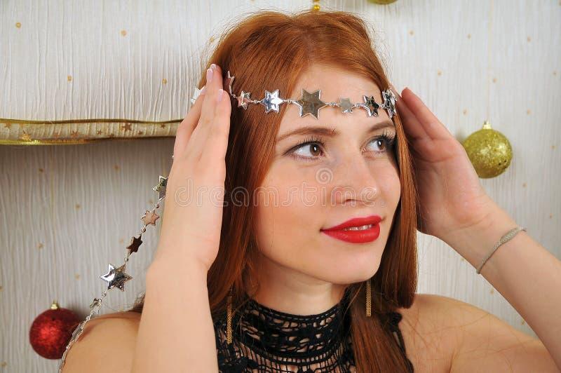 Ritratto della donna di Natale con le stelle immagini stock libere da diritti