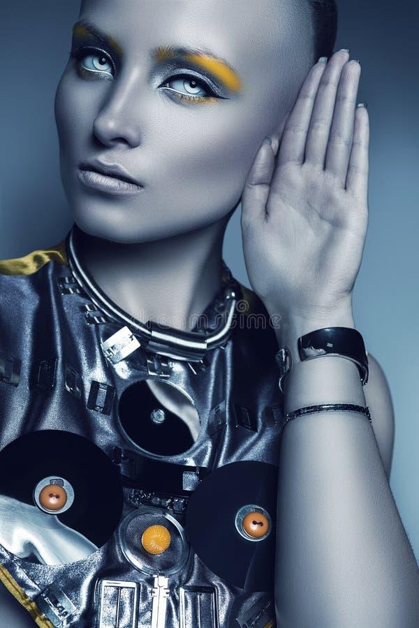 Ritratto della donna futuristica con gli occhi bianchi fotografia stock libera da diritti