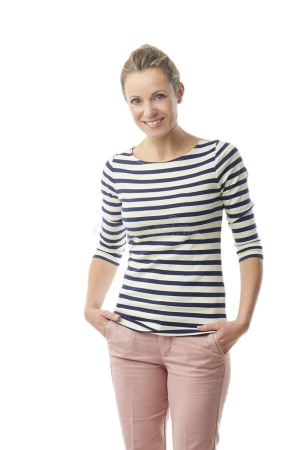 Ritratto della donna invecchiato mezzo felice immagini stock libere da diritti